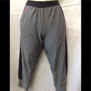 Women's size 10-12 REEBOK fitted capris